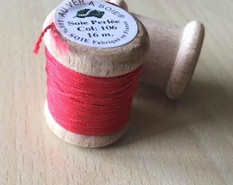 "Coil beaded silk 106 red geranium ""at AU ver à soie"""