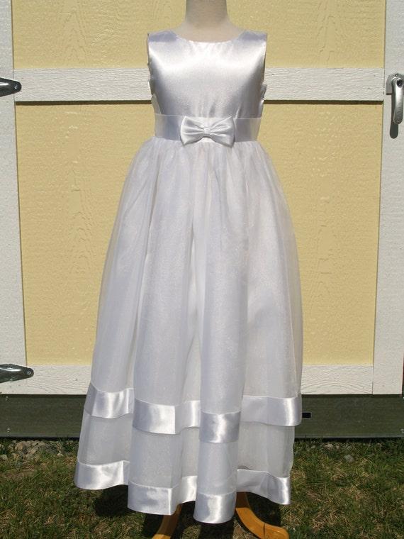 8bbba7e46c42 White flower Girl Dress Size 7 full lengthSatin