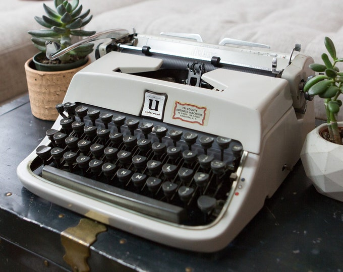 Underwood Portable Typewriter - Vintage WORKING Golden-Touch Grey Coloured Typewriter with Original Carrying Case and Manual - Modern Decor