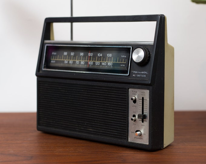Vintage Portable Radio - Radio Shack Realistic AM/FM Battery Operated Stereo for Camping, Cottage - Retro Bedside Radio - Portable Audio