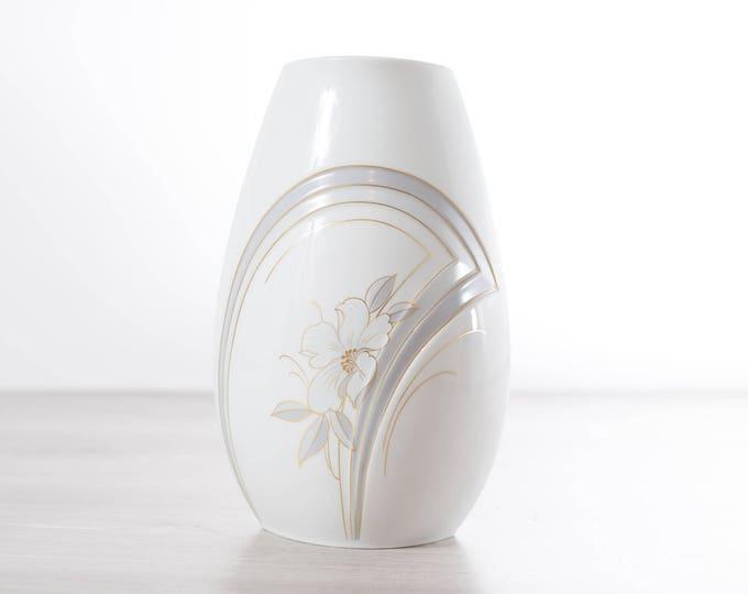 Vintage Kaiser Flower Vase / West Germany White Floral Vase