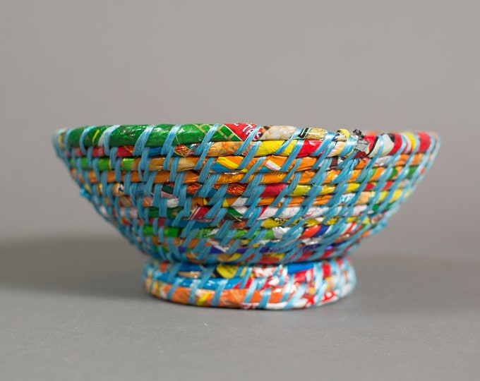Recycled Wrapper Bowl - Woven Plastic Candy Bag Decorative Dish - Colourful Rainbow Round Bowl with Weave Basket