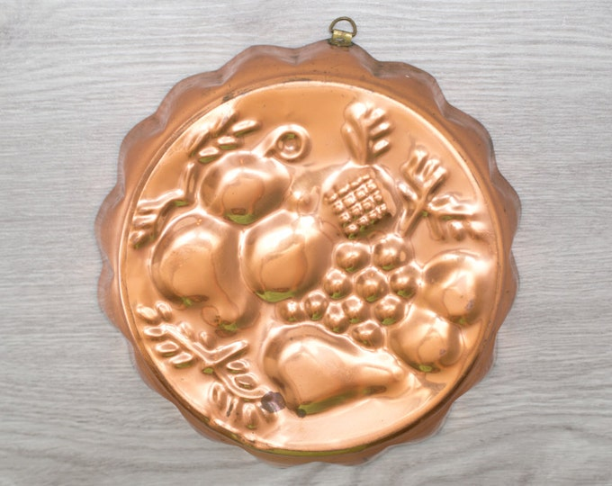 Vintage Copper Cake Pan or Jello Mold with Fruit Design / Kitchen Wall Hanging / Scalloped Edge with Fruit Pattern