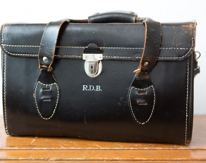 Vintage Leather Camera Bag - Black DSLR Carrying Case with Silver Coloured Buckles and Shoulder Strap - Distressed Leather Bag