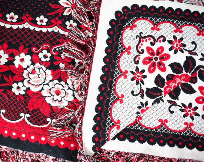 Vintage Bed Cover / Reversible Floral Bed Duvet with Round Edge / Cottage Couch or Bed Blanket / Canadian Wool Blend Blanket