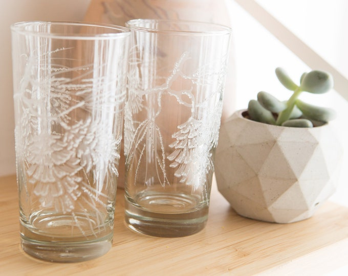 6 Vintage Acorn Glasses - 12oz Frosted Barware with Coloured Ribbons - Retro Christmas Cocktail Glassware Barware - Gift for Her or Him