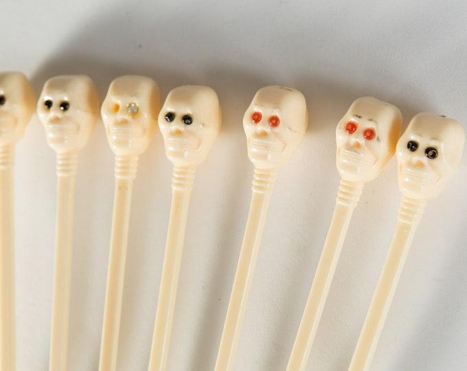 Vintage Skull Highball Stirrers - Cocktail Swizzel Sticks - Halloween EPPY U.S.A - Cocktail Plastic Drink Mixing Sticks / Beverage Stirrers