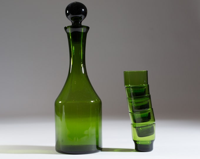 Green Shot Glass and Decanter Set - Italian Liquor Bottle and Small Aperitif Glasses - Mid-Century Wine or Whiskey Jug