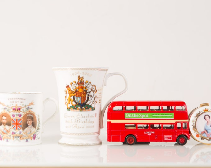 Vintage England Souvenirs - George V & Queen Mary, Queen's Jubilee, On The Spot London Souvenir bus - Made in England