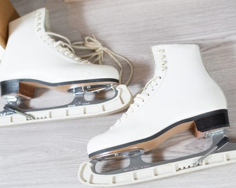 Vintage Figure Skates - 6.5 Ladies Women's White Ice Skates - Ridell Skating Shoes - Redwing, Minnesota 55066