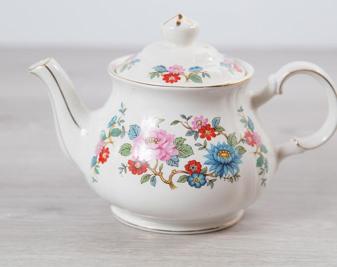 Vintage Floral Teapot - 4-cup Sadler England 70's Flower Teapot with Gold Detailing - Ceramic Boho White Tea Pot with Ornate Pattern