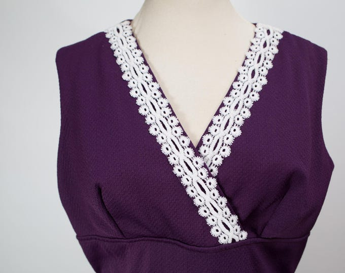 Vintage purple dress / cab sov deep amethyst long sleevelss dress with white lace like neck trim and back zipper