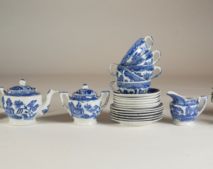 Blue & White Willow Country Pattern Tea Cups And Saucers Duos Sets - Ornate Chinese Asian Japanese China
