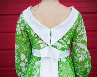 Vintage Floral Green and White Dress with Back Bow and White Collar / Scottish English Irish Pilgrim Period Zip Dress