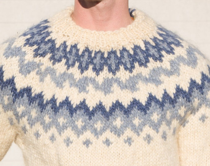 Vintage Knitted Sweater / Medium Men's/Women's Pullover Knit with Chevron Diamond Triangle Geometric Pattern in Blue and Cream Blue Colors