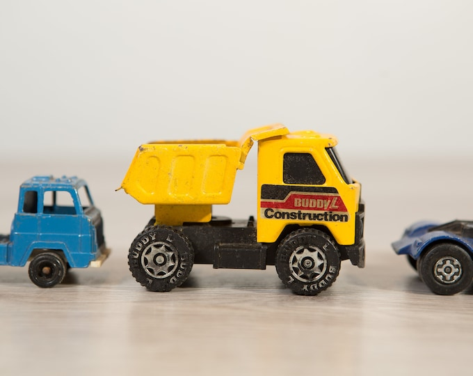 Vintage Truck Toys - Set of 5 small Collectible Metal Toys