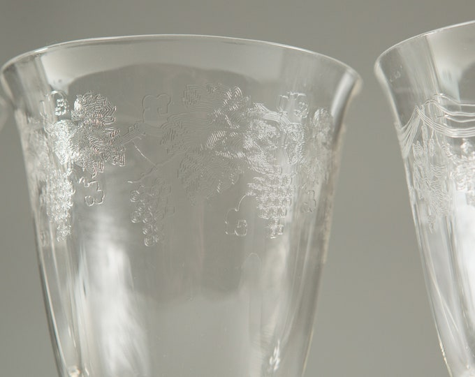 4 Vintage Wine Glasses - Etched Floral Glasses - Antique Cocktail Glasses with Ornate Flowers Pattern