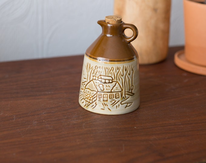 Le Crouchon du Quebec Maple Syrup Jug - Made in Canada Beauceware Pottery - Rustic Farmhouse Syrup Jar, Canadian Pottery Bottle