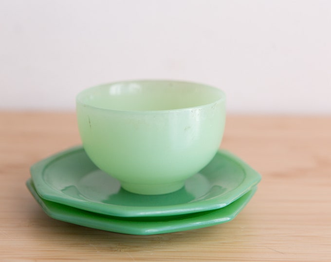 Small Vintage Jadeite Plates and Bowl - Antique Green Milk Glass