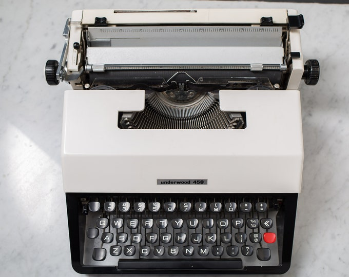 Underwood 450 Typewriter - Vintage WORKING White and Black Portable Typewriter with Original Carrying Case - Mid Century Modern Decor