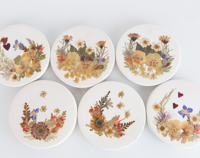 Vintage Ceramic Coasters with Pressed Dried Flowers - Minimalist Cocktail Coaster Set - Boho Modern Decor