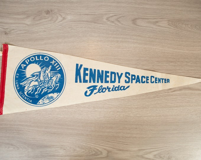 Kennedy Space Centre Pennant - Vintage Florida, U.S.A Palm Beaches Felt Souvenir Hanging Triangle Shaped Wall Decor - Boys Room Wall Hanging