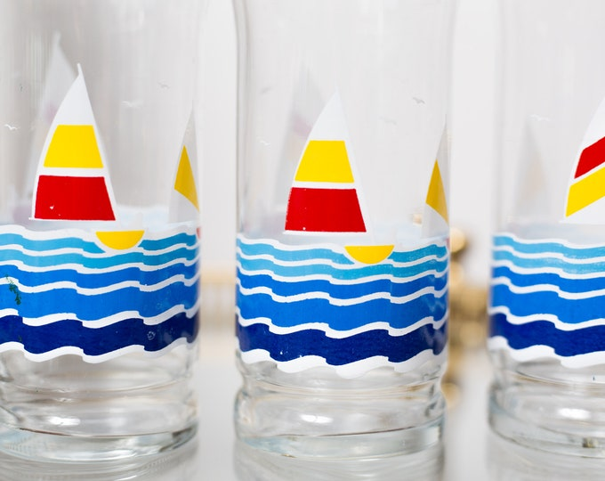 Vintage Sailing Glasses - 80's Sailboat on the Lake Glassware - Nautical Ocean Surfing Beach Cocktail Drinking Cups