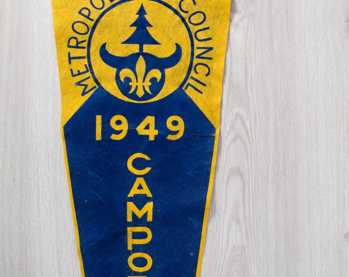 Large Vintage Toronto Pennant / 1940's Felt Souvenir Hanging Triangle Shaped Camping Tree Theme Wall Decor / Metropolitan Council 1949