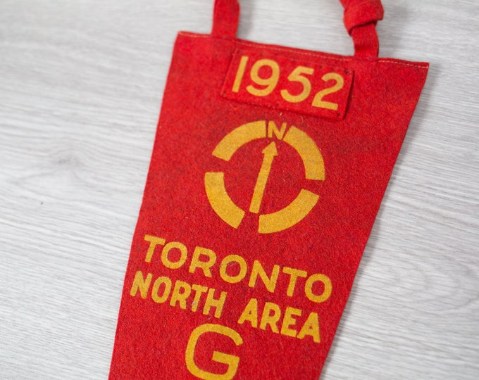 Vintage Toronto Pennant / 1950's Felt Souvenir Hanging Triangle Shaped Camping Tree Theme Wall Decor / Toronto North Area 1952