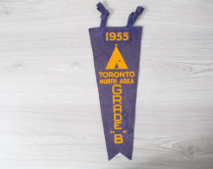 Vintage Toronto Pennant / 1950's Felt Souvenir Hanging Triangle Shaped Camping Tree Theme Wall Decor / Toronto North Area 1955