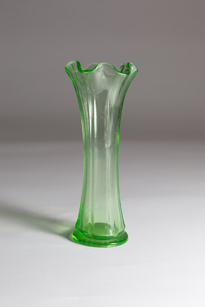 48b15f86279 Green Glass Vase Vaseline Uranium Glass Antique Depression