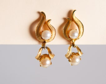 Earrings and Brooch Set - 80's / 90's Vintage Gold Tone Lisner Earrings - Clip on Costume Jewelry with Faux Pearls