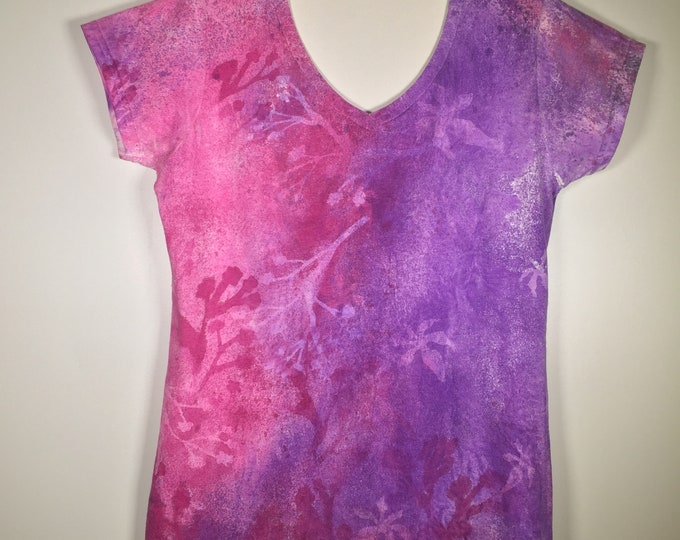 Pink purple white flower all over , soft cotton V neck fitted, one of a kind ,pretty and comfortable, great for schooling, traveling