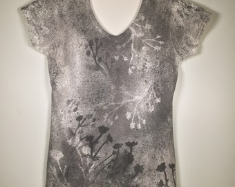 Black gray white flower abstract all over V neck ,one of a kind, beautiful, elegant, great for office, traveling, everywhere  anytime.