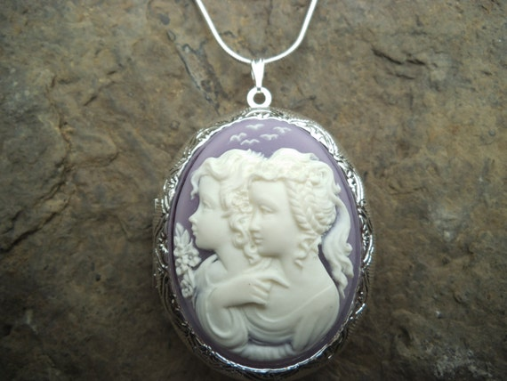 MOTHER AND DAUGHTER = - SISTERS FRIENDS CAMEO LOCKET- QUALITY- GIFTS LOCKET