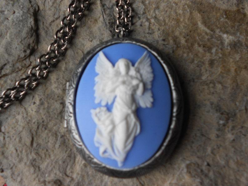 Photos High Quality!! Religious Gorgeous!! Christmas Easter Keepsakes Guardian Angel Cameo Locket!!