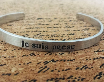 Je Suis Prest - I am ready - Hand Stamped Aluminum Bracelet Cuff - Clan Fraser of Lovat - French - Clan Motto