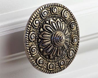 Set of 2 - Vintage silver knobs - handcrafted relief medallion