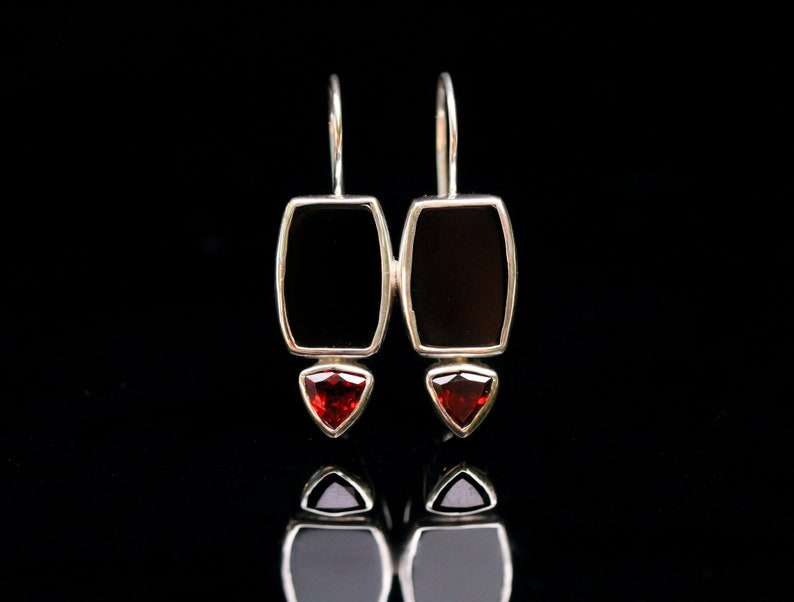 Latch Back Safety Closure Solid Sterling Silver Hand Bezel Set Reflective Flat Cut Black Onyx /& Garnet Earrings Lightweight Drop Earring