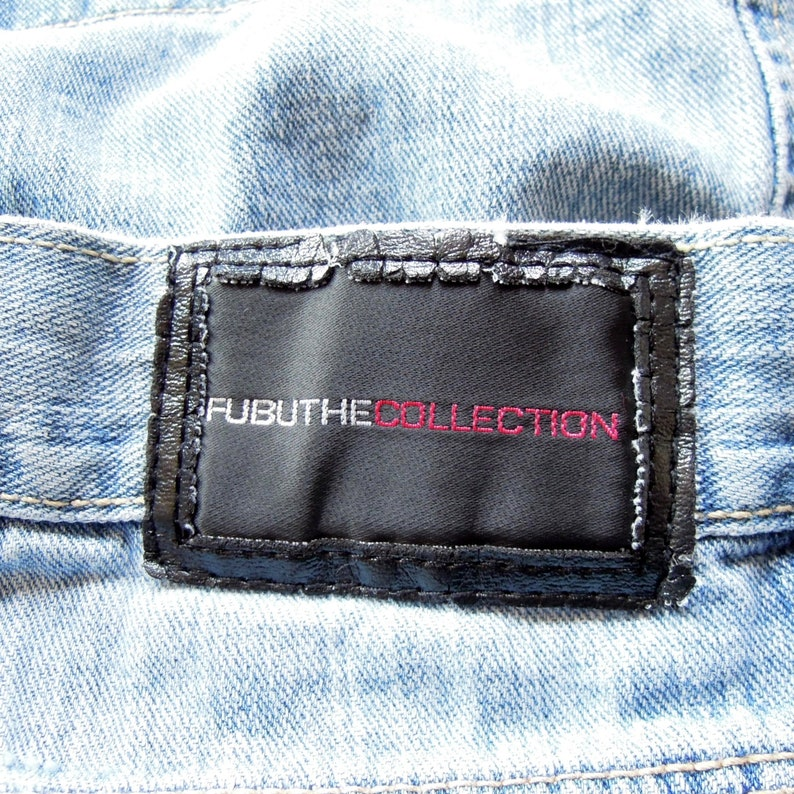 Fubu Denim Shorts 90/'s era long Over the knee length Loose Fit men/'s size 34 Designer Shorts Street Wear Light Wash Fubu The Collection