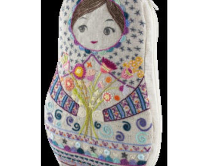 Matriochka - Large Pouch - Embroidery Kit - Une Chat dans l'Aiguille