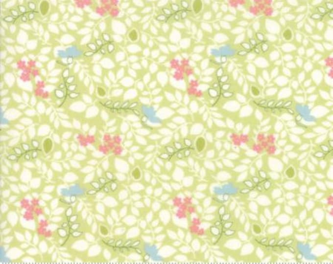 Caroline - Scattered Leaves Lt Green 1865513 - 1/2yd