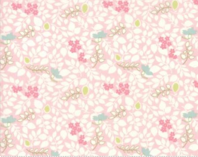 Caroline - Scattered Leaves Pink 1865512 - 1/2yd