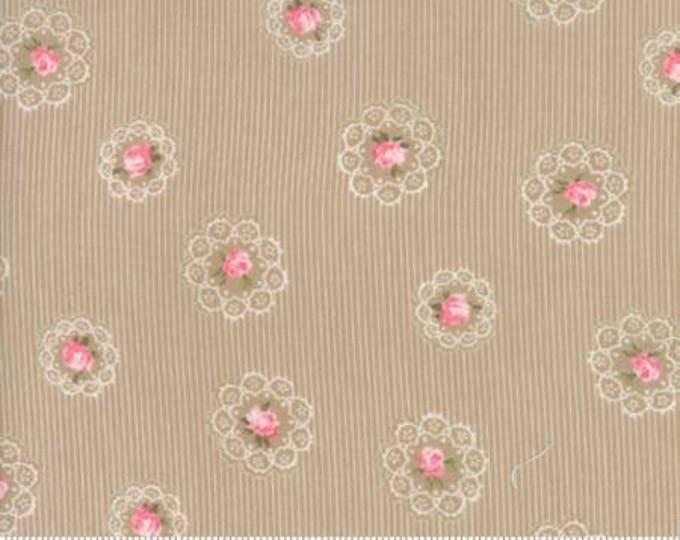 Caroline -  Daily Roses Tan 1865216 - 1/2yd