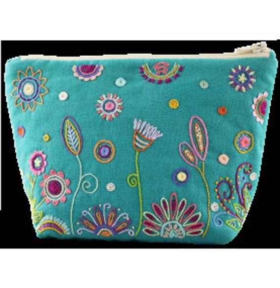 Turquoise Pouch - Embroidery Kit - Un Chat dans l'Aiguille