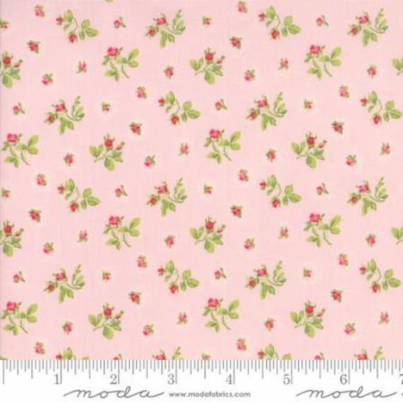 Caroline -  Rosebuds Pink 1865313 - 1/2yd