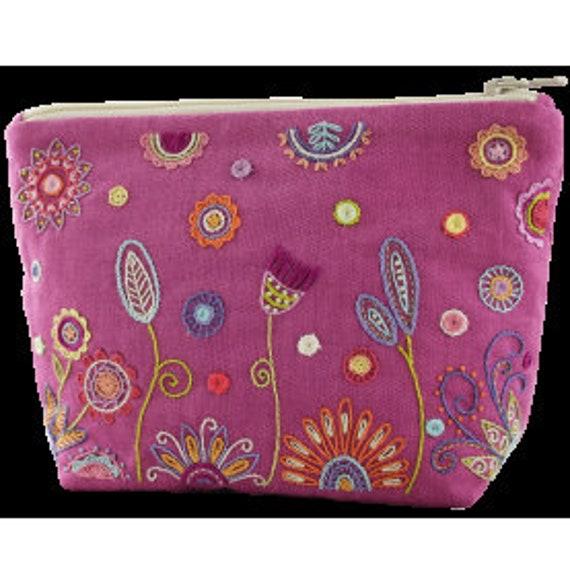 Rose Pink Pouch - Embroidery Kit - Un Chat dans l'Aiguille