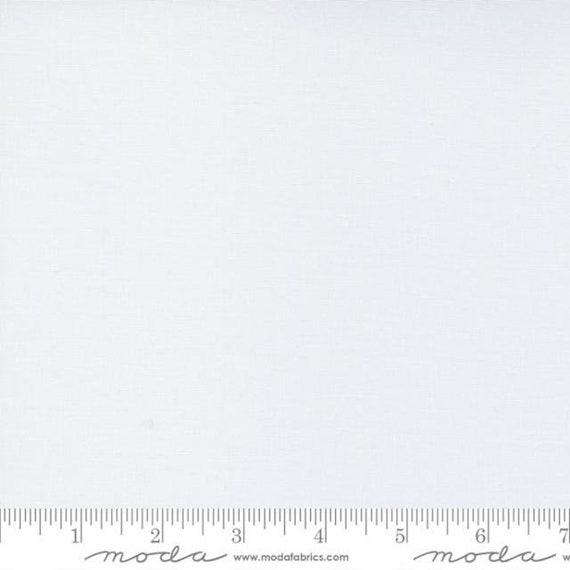 MODA Bella Optic (Super) White 9900436 - 1/4 yard