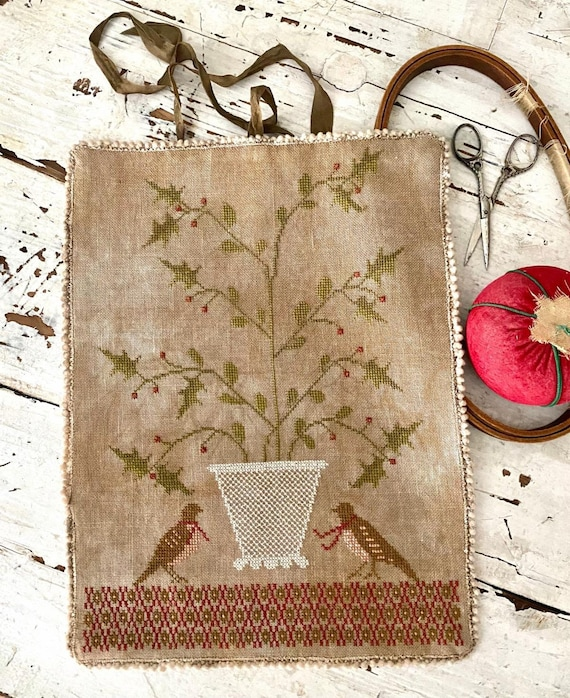 Holly Basket Sewing Roll - Stacy Nash Primitives - Cross Stitch Chart
