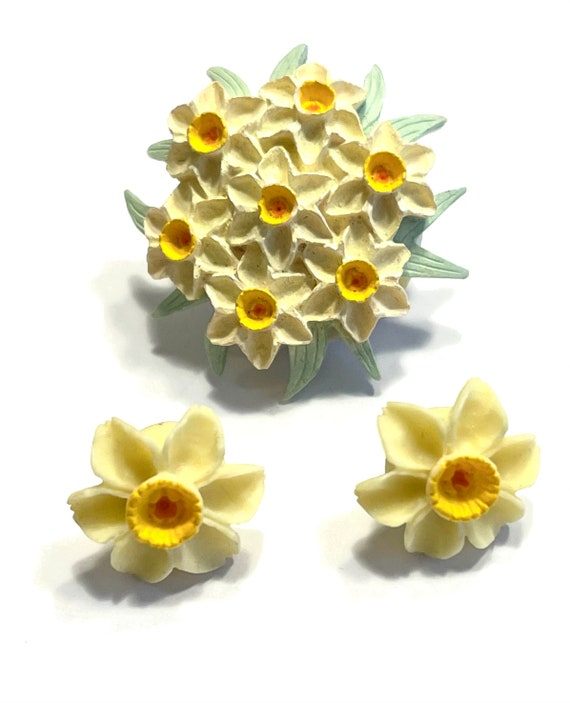 Silver Toned Welsh Daffodil Flower Square Tie Clip